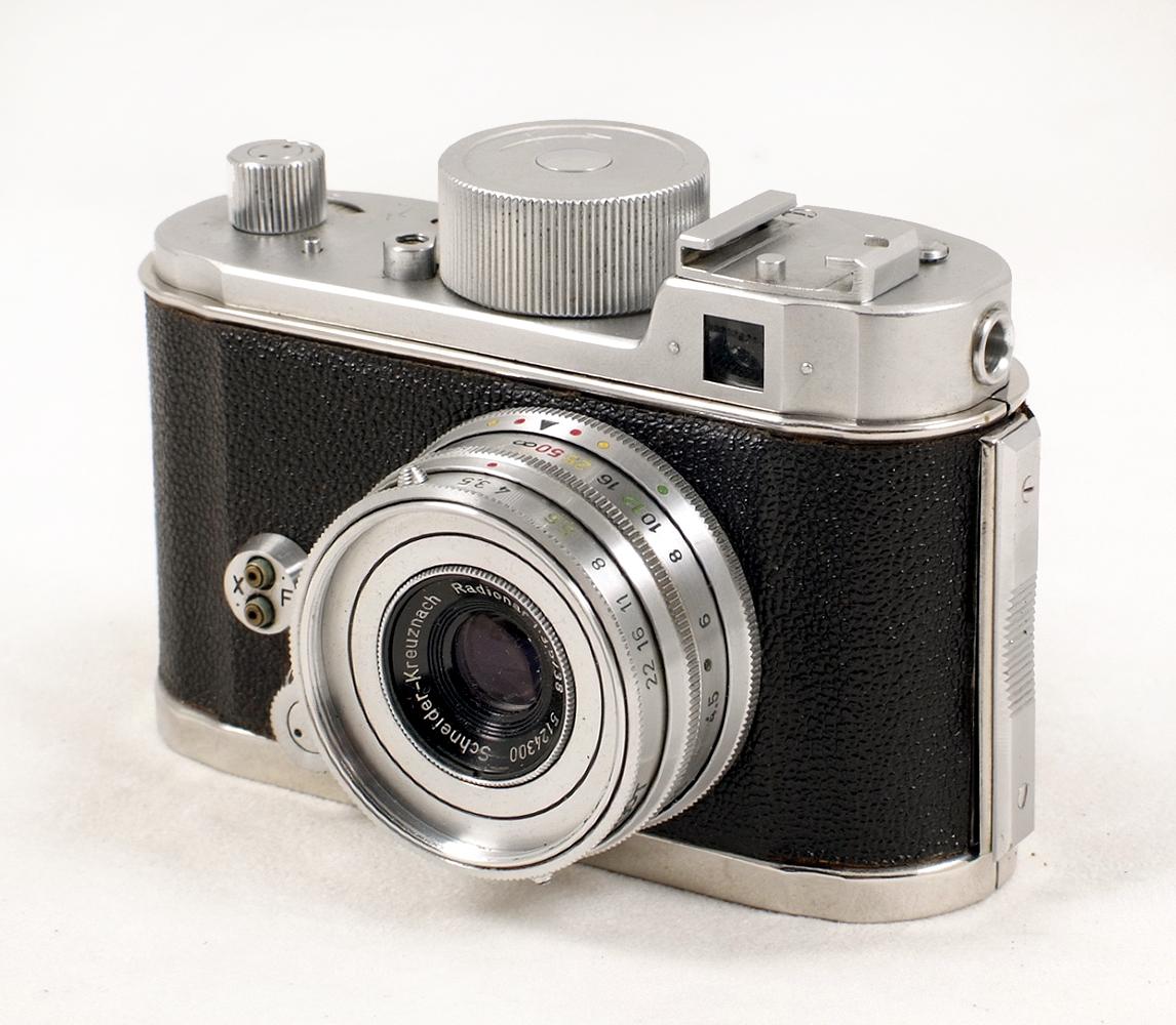 Lot 19 - Robot Clockwork Drive Camera Outfit. Comprising camera #C103417 with Radionar 38mm f3.