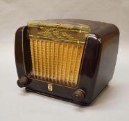 A vintage Bakelite Phillips BG290 U15 radio