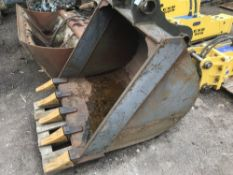 Toothed 4ft bucket on 80mm pins, little used