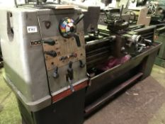 COLCHESTER TRIUMPH 2000 LATHE 600 MODEL C/W TOOLING AS SHOWN AND INCLUDES MITUTOYO KA COUNTER