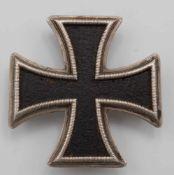 Eisernes Kreuz 1. Klasse 1813Eisen, Silber, EK mit acht Ösen zum Annähen an die Uniform,