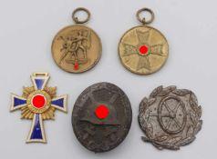 Fünf Orden und Auszeichnungen 2. Weltkriegsog. III. Reich, Mutterkreuz Goldstufe, Anschlussmedaille,