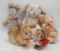 Vier Steiff Hasen und ein Schuco Hase1) Steiff vier Hasen, bespielter Zustand, Jolly Hase H.38