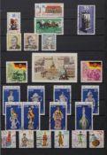 Briefmarkenalbum DDR 1975-1990Sammlung nahezu vollständig, im AlbumBitte besichtigen.