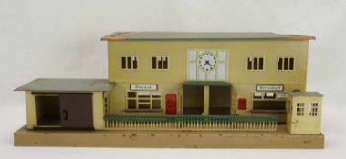 Märklin Landbahnhof 414, Spur 0 und I, um 1940Blech lithografiert, Sperrenhaus mit Schiebeschild,