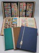 Ca. 3600 BriefmarkenSätze und Blocks aus aller Welt, in fünf AlbenBitte besichtigen.