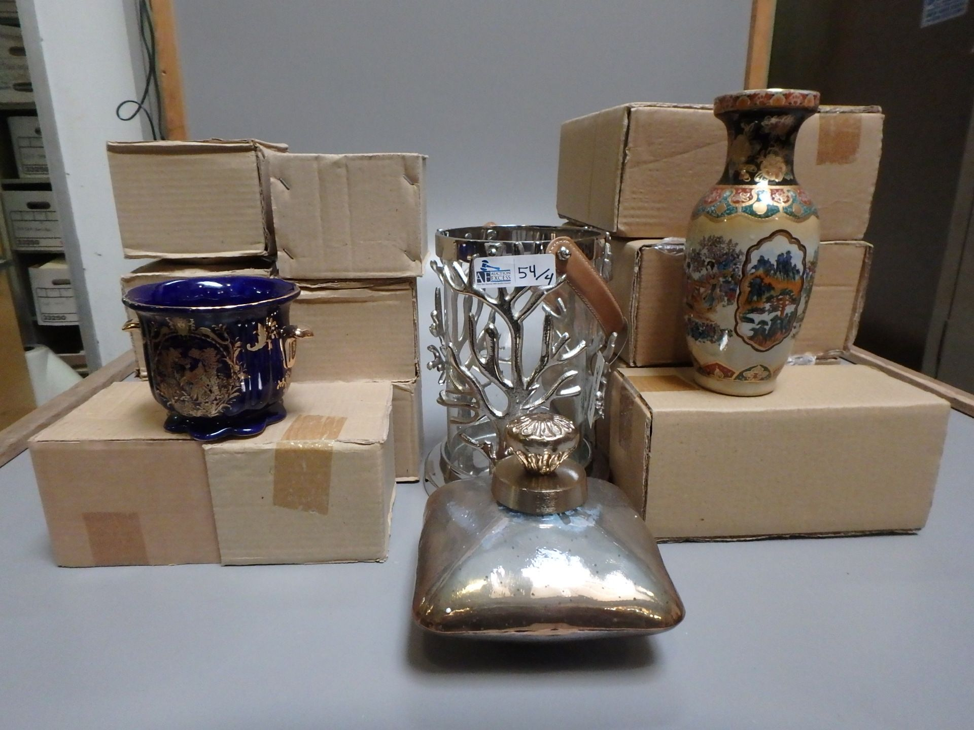 Lot 54 - 4 BOXES DÉCOR