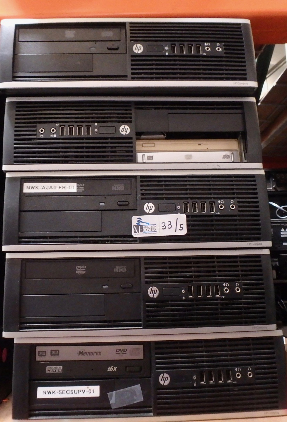 Lot 33 - LOT OF 5 COMPUTERS