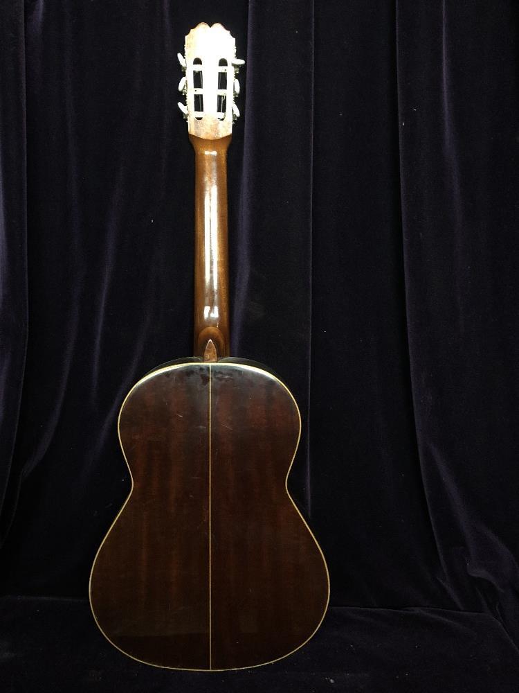 Lot 32 - Acoustic guitar