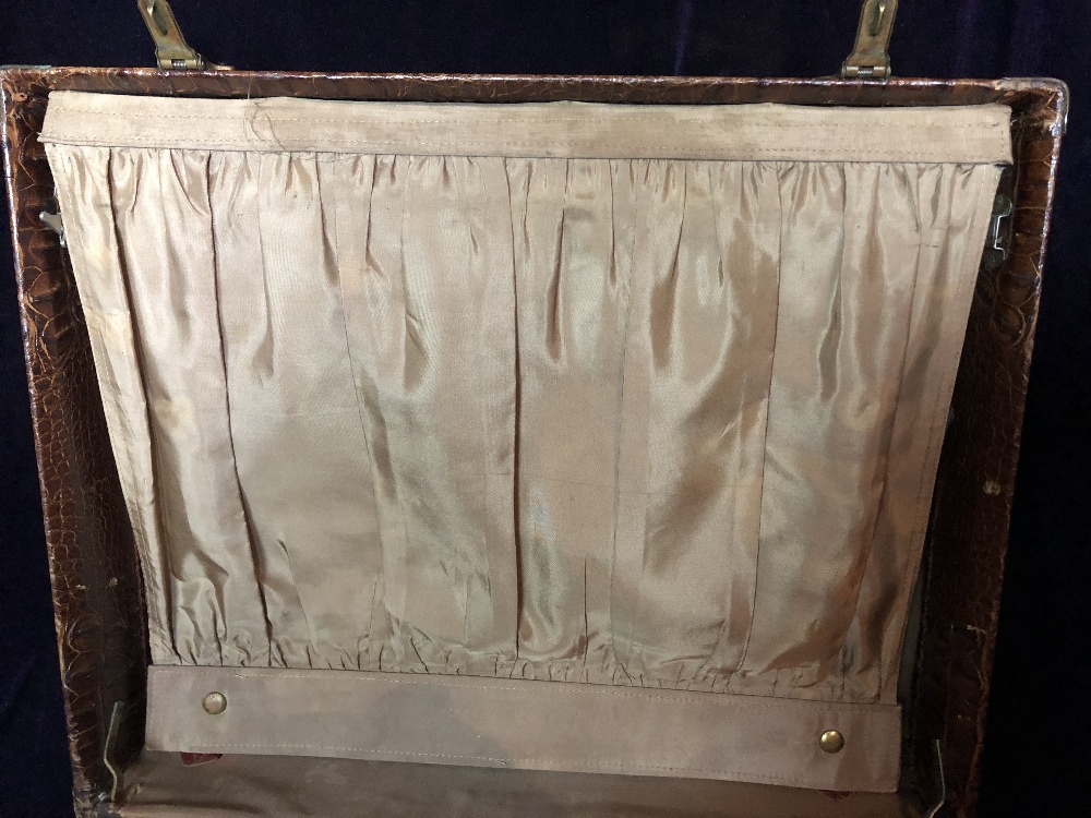 Lot 50 - Travelling case