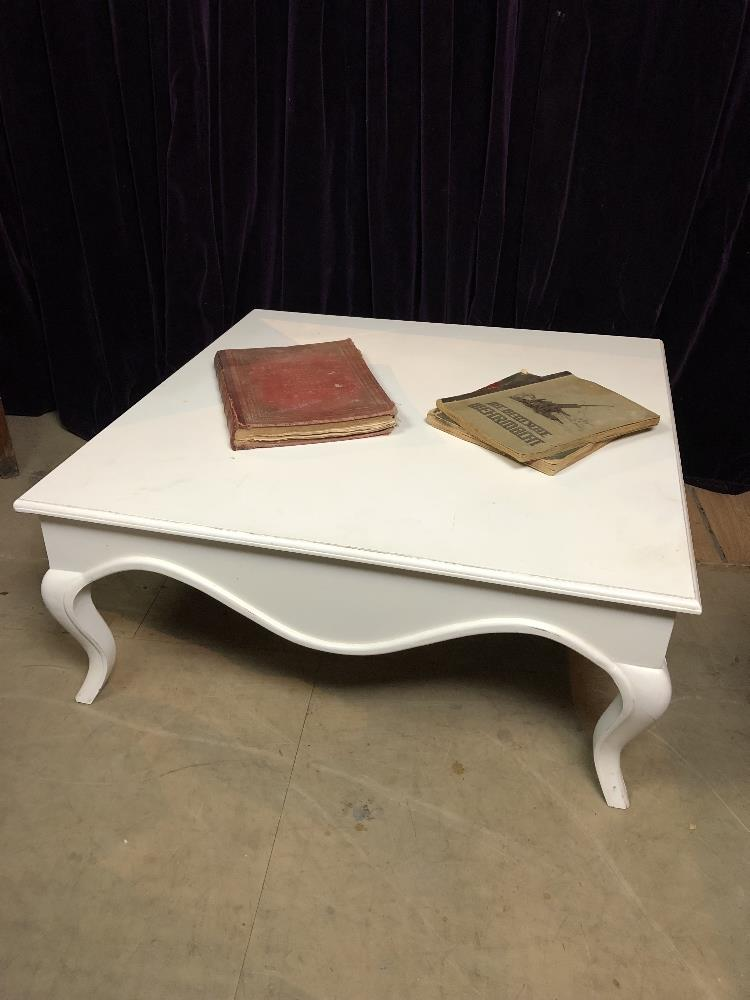 Lot 10 - Coffee table
