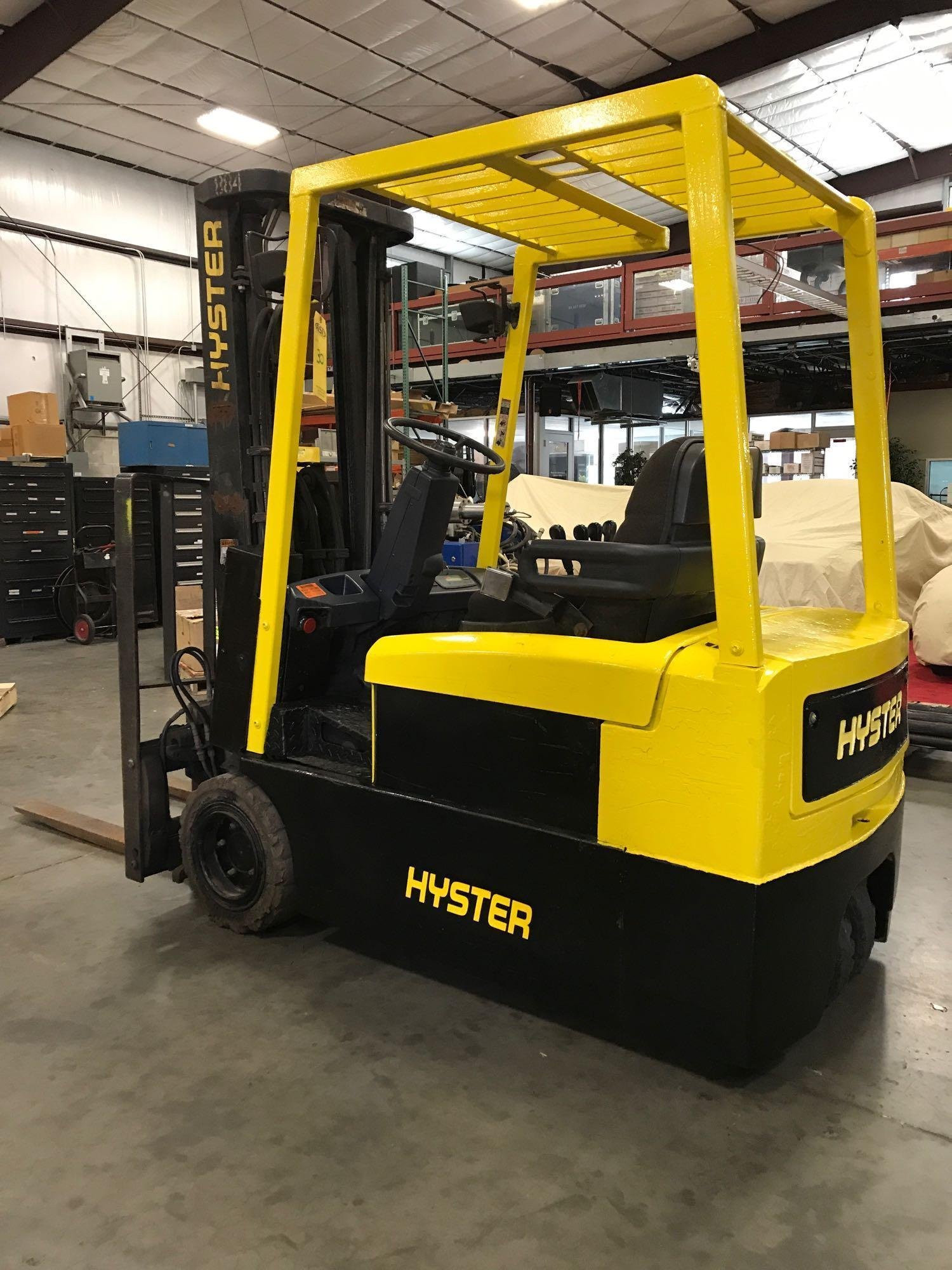 Lot 30 - HYSTER J40XMT ELECTRIC FORKLIFT, 4,000 LB LIFT CAPACITY