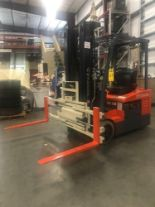 Lot 29 - 2011 TOYOTA 7FBEU15 ELECTRIC FORKLIFT, 3,000 LB LIFT CAPACITY, TILT, SIDE SHIFT, CASCADE ATTACHMENT