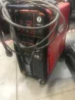 Lot 3 - LINCOLN ELECTRIC 256 POWER MIG WELDER, DIAMOND CARE TECHNOLOGY & MAXTRAC DRIVE SYSTEM