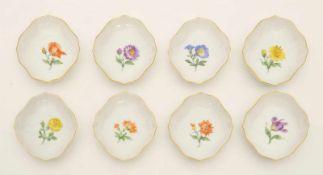8 Konfektschalen Blaue Schwertermarke Meissen, Dekor Bunte Blumen, Randvergoldung, L. 10,5 cm, 1.