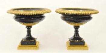 1 Paar Tazze Russland/Ural um 1830, Directoir, Labradorith und vergoldete Bronze, godronierte