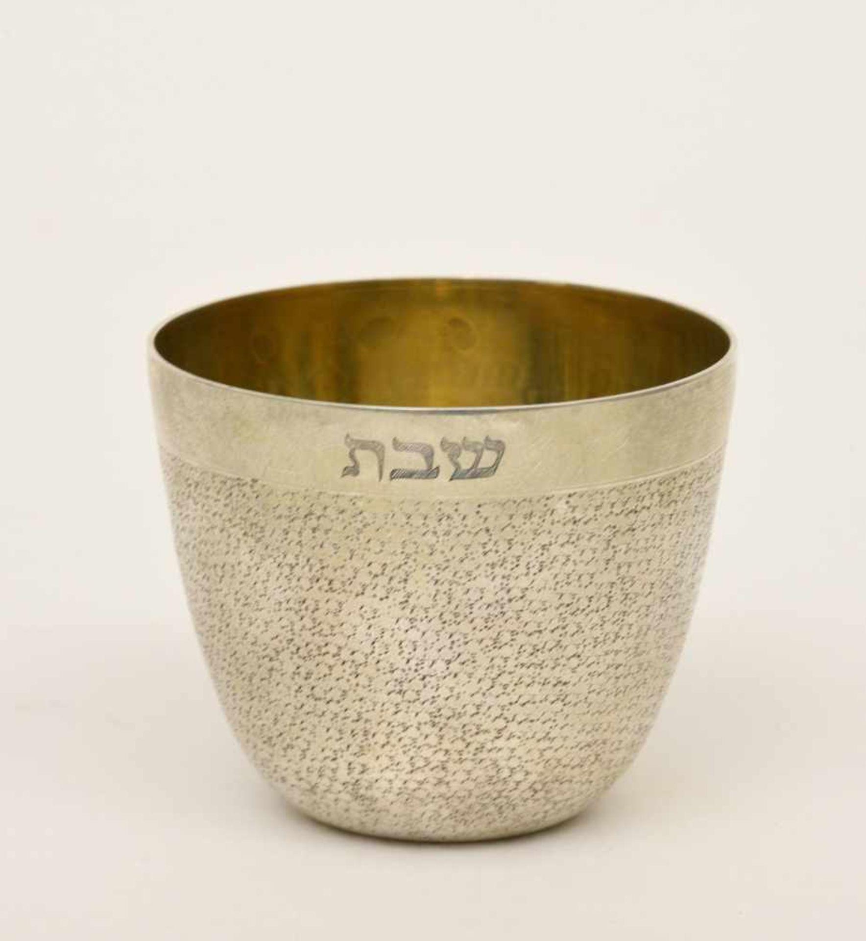 Los 50 - Kiddusch-Becher, 19. Jh.Silber, Schweden, schlangenhauptpunzierte Oberfläche, Innenvergoldung,