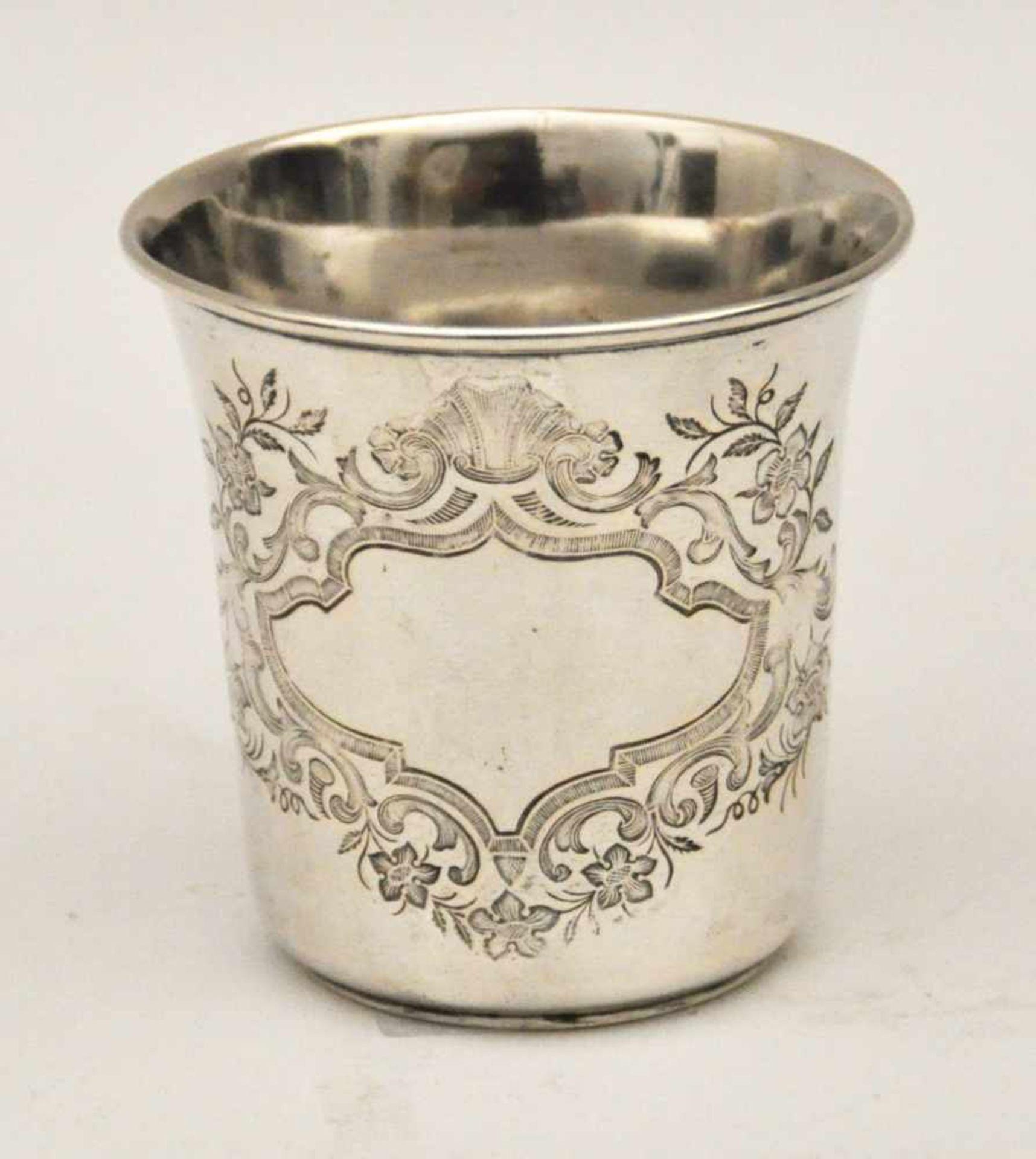 Kidduschbecher, Deutsch um 1860Ziselierter Becher, Silber 12 lötig, Gew. 40 g, Höhe 6,5 cm