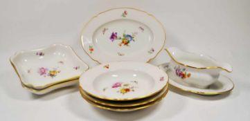 Speiseservice, KPM um 1900,Blumenbouquet, 29 Teile best. aus 12 Suppenteller, 6 Vorspeisenteller,