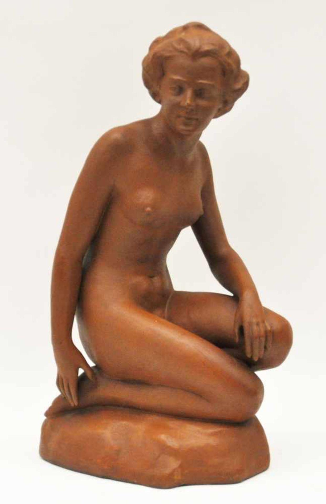 """Los 3 - Pörtzel, Otto (1876 – 1963),""""Kniender Akt"""", Terracotta, Höhe 42 cm, im Sockel signiert"""