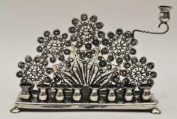 Chanukka Leuchter, Ungarn/Österreich 20. Jh.filigrane Arbeit, Sterling Silber, Gewicht 225 g