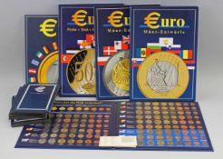 Posten Euro-Münzen u.a. Vatikan 2002 San Marino 2002 + Prägungendabei 3 Alben Münz-Entwürfe (
