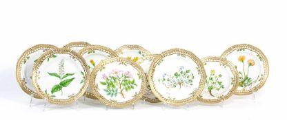 Konvolut Flora Danica Wandteller 12-tlg., dazu 4 restaurierte Teller, Royal Copenhagen, 1870 - 1890,