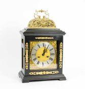 Kommodenuhr (Bracket Clock) England, Ende 18. Jh., hochrechteckiger Gehäuseaufbau in ebonisiertem