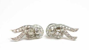 Paar Ohrstecker wohl Amerika, 1950er Jahre, 585 Weißgold, besetzt mit je 24 Altschliff-Diamanten, je