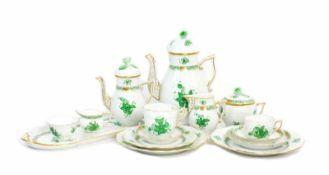 Kaffee- und Mokkaservice für 12 und 6 Personen 63-tlg., Herend, 20. Jh., Apponyi grün, Porzellan,
