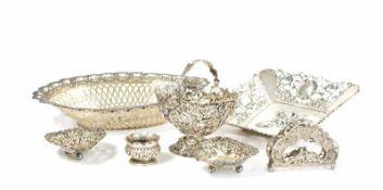 Konvolut Silberobjekte 7-tlg., 4 Teile England, 925 Silber, 2 Schälchen mit Durchbruchrand, ein