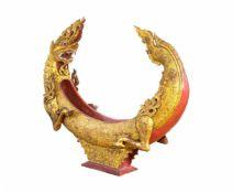 Naga in Form eines Klangkörpers oder Weihrauchabbrenners Thailand, um 1920, Eisenholz, rot und