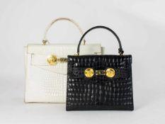 Paar Gianni Versace 'Kelly Bags' Italien, um 1980, weißes und schwarzes Leder, beide mit