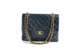 Chanel 'Double Flap Bag' Paris, 1989 - 1991, dunkelblaues gestepptes Lammleder, mit 2