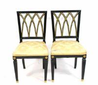 Paar Esstischstühle Frankreich oder Deutschland, um 1780, Holz, schwarz und goldfarben lackiert,