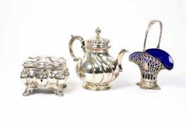 Konvolut Silberobjekte 3-tlg., Kanne, Schale mit blauer Glaseinlage und Dose, Kanne Koch und