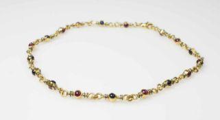 Halskette 750 Gelbgold, 18 Rubin- und 18 Saphircabochons, Länge ca. 40 cm, Durchmesser ca. 3 mm,