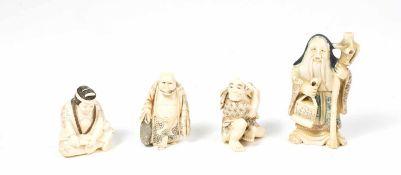 Konvolut Netsuke und ein Okimono 4-tlg., 1. Hälfte 20. Jh., Elfenbein, Höhen von 4,5 cm bis 8 cm,