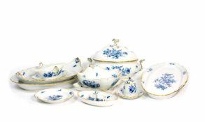 Speiseservice37-tlg., Meissen, um 1860, Form 'Neuer Ausschnitt', Dekor 'Blaue Blume mit Insekten',