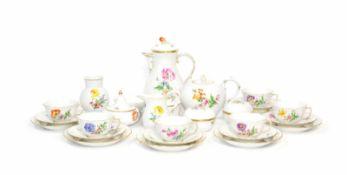 Kaffee- und Teeservice für 6 Personen28-tlg., Meissen, 20. Jh., Dekor 'Bunte Blume', Porzellan,