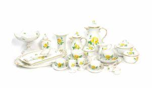 Frühstücksservice für 6 Personen60-tlg., Meissen, Dekor 'Gelbe Rose', eine Durchbruchschale Dekor '