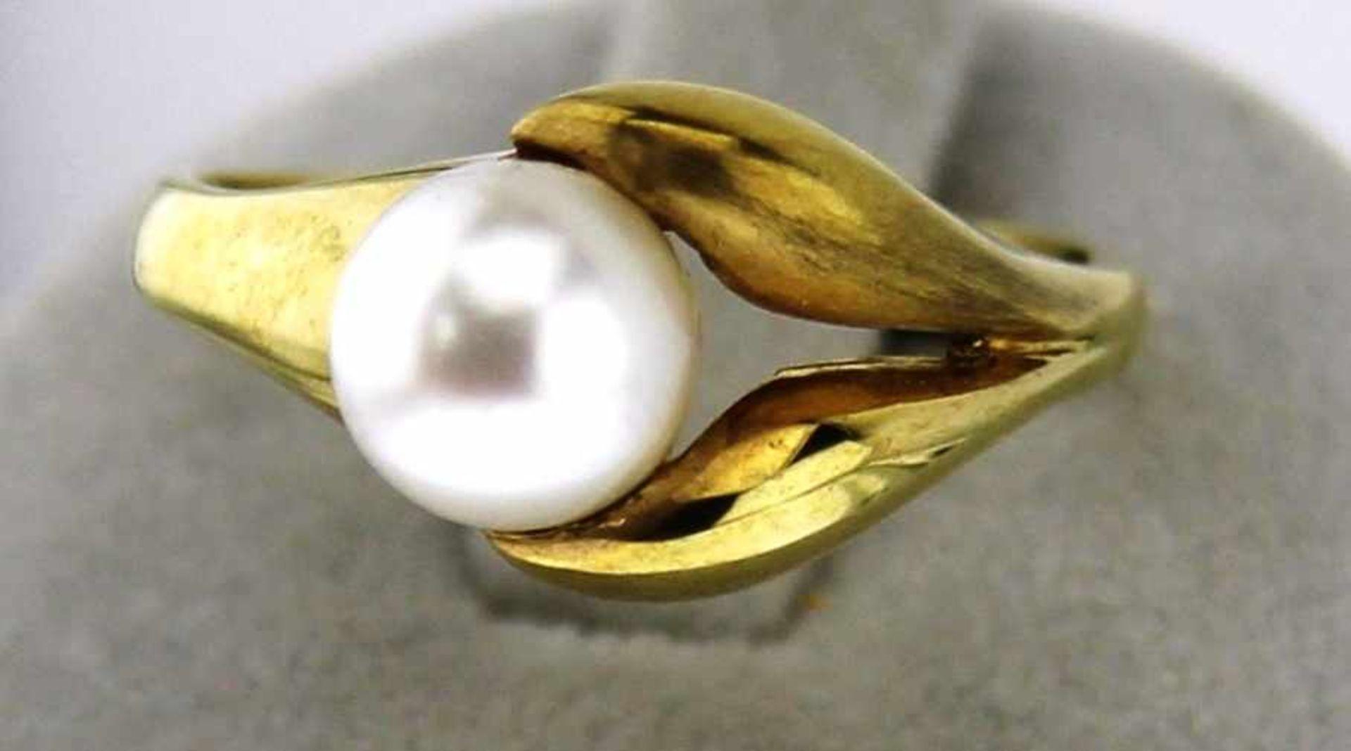 Damenring mit Zuchtperle in 333 Gold, NOS Gr. 57, Gesamtgewicht ca. 4 Gramm, Zuchtperle feines