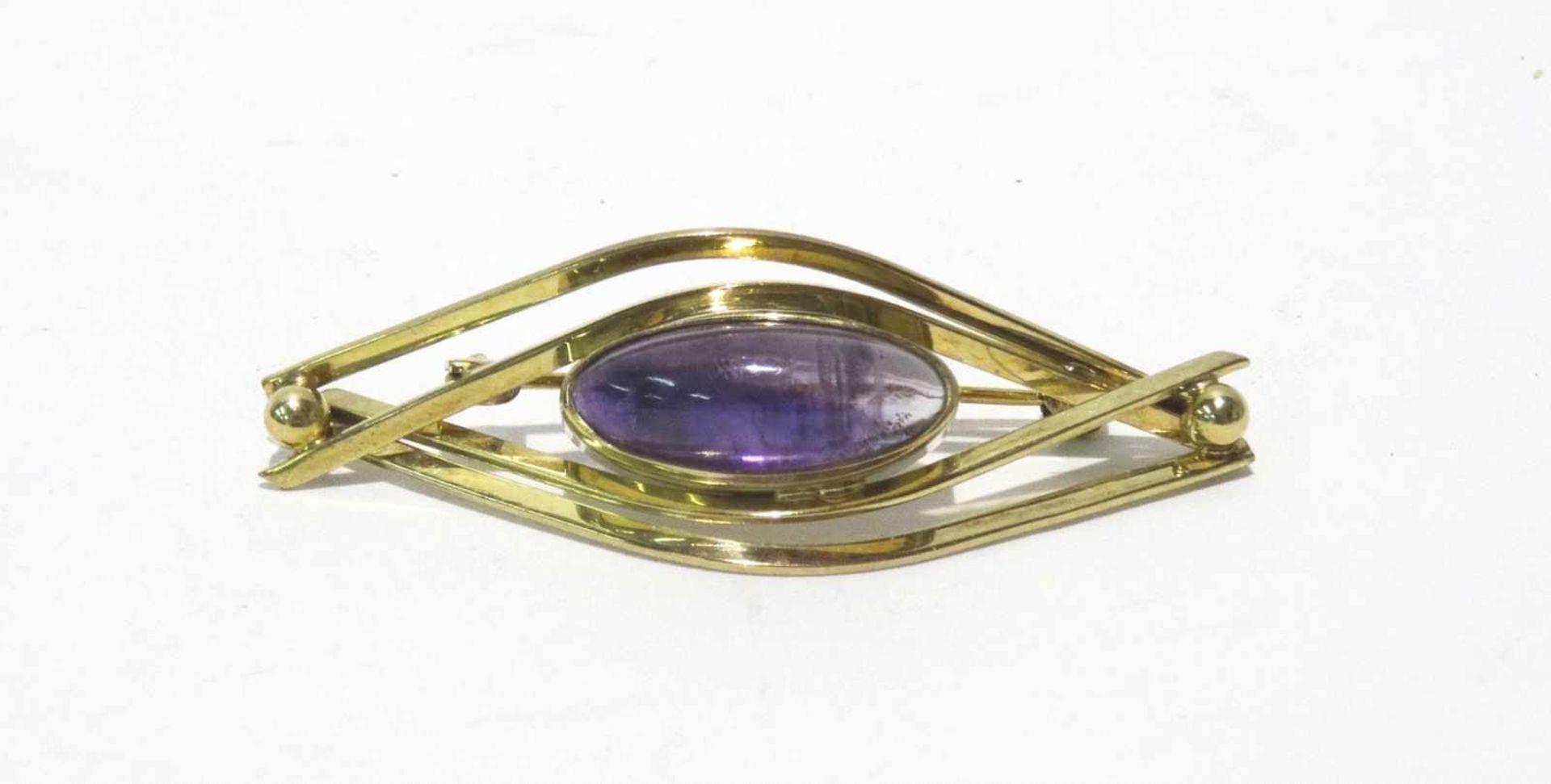 333 Gold Nadel / Brosche mit Amethystcabochon 16,5 x 6,5 mm, sehr schöne Farbe, Länge ges. ca. 4,