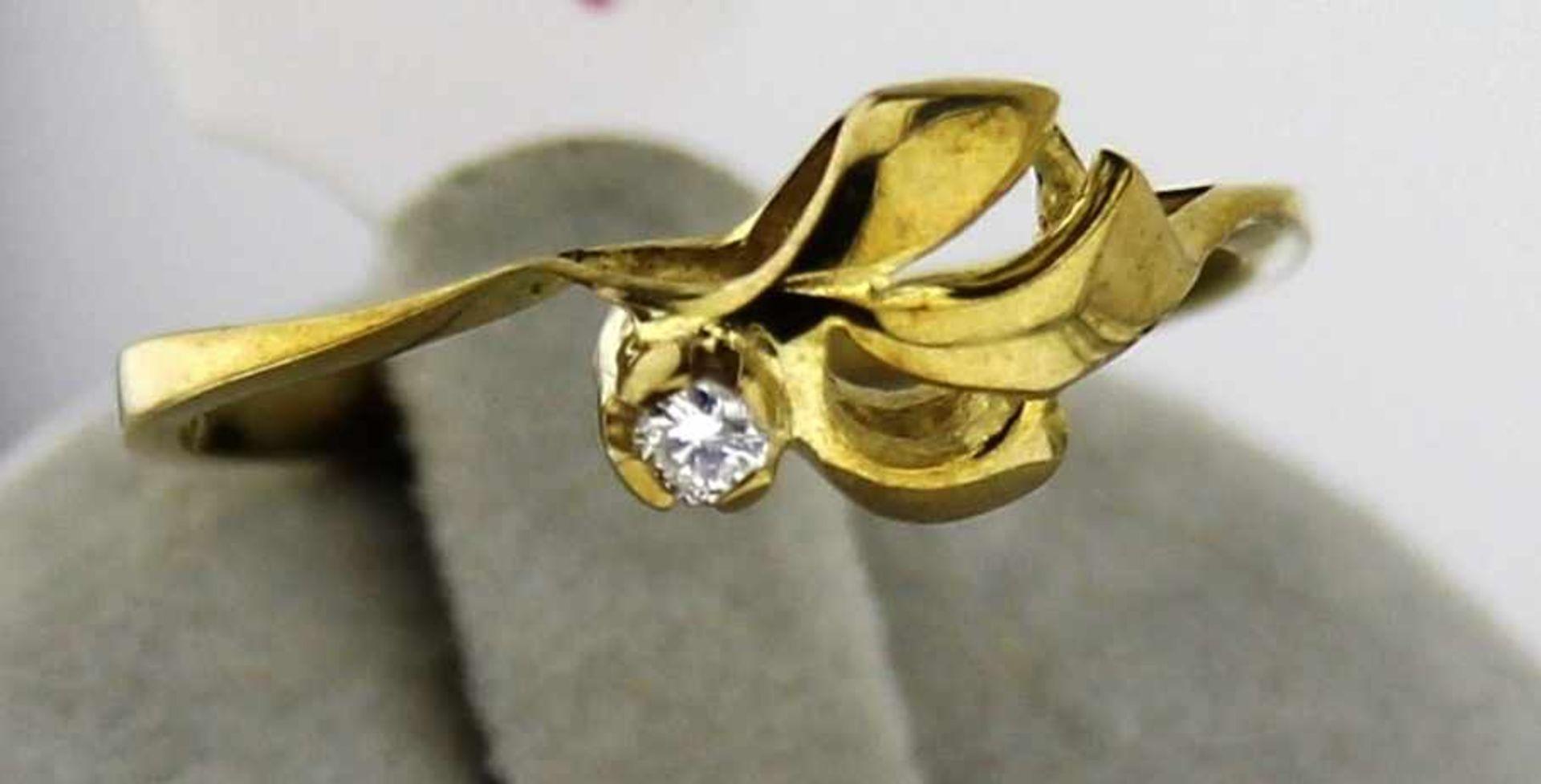 Damenring mit Brillant in 333 Gold, NOS Gr. 56, Brillant 0,06 ct. W/Pi, Gesamtgewicht ca. 1,6 Gramm,