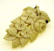 Brosche Elfenbein wohl mit Silberbroschierung, Blattwerk mit Blüten, 55 x 32mm