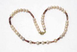 Zuchtperlenkette mit Rubin und goldenen Kugeln, Länge ca. 45cm, Perlen ca. 7mm Durchmesser, Rubine