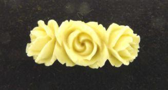 Edel- oder Elfenbeinnadel oder Brosche mit geschnitzten Rosenmotiven, Länge ca. 4cm, Gewicht ca. 3,