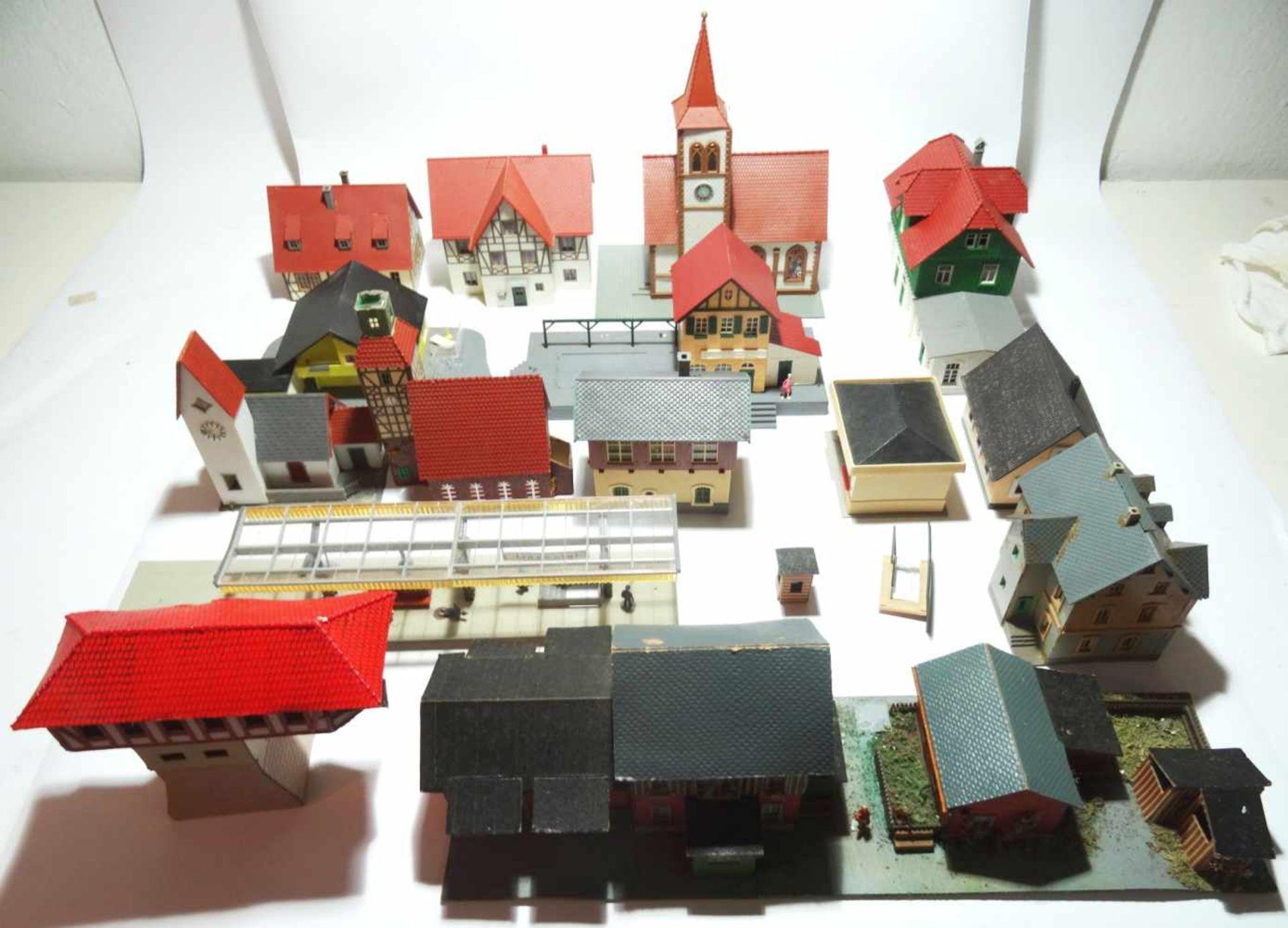 Konvolut Eisenbahn Zubehör Häuser HO 17 Häuser meist in gutem Zustand - Bild 3 aus 3