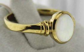 Damenring mit Opal 333 Gold, NOS Gr. 53, Gesamtgewicht ca. 2,1 Gramm, mit weißem Opal ca. 6 X 8mm,