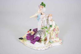 """Porzellan Gruppe """"Voyeur""""Dame sitzend wird beobachtet von einem Herren, welcher hinter einer Säule"""